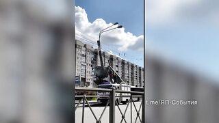 Пассажирский автобус врезался на столб в Петербурге