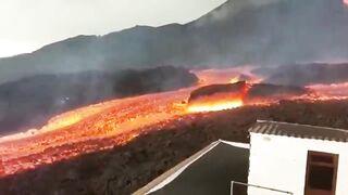 Страшные звуки и реки лавы и ядовитых газов атакуют небо