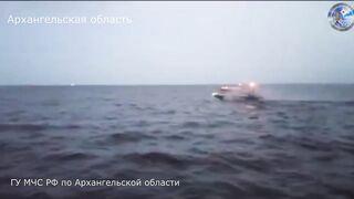 Спасатели нашли вертолет Robinson, который упал в Белое море